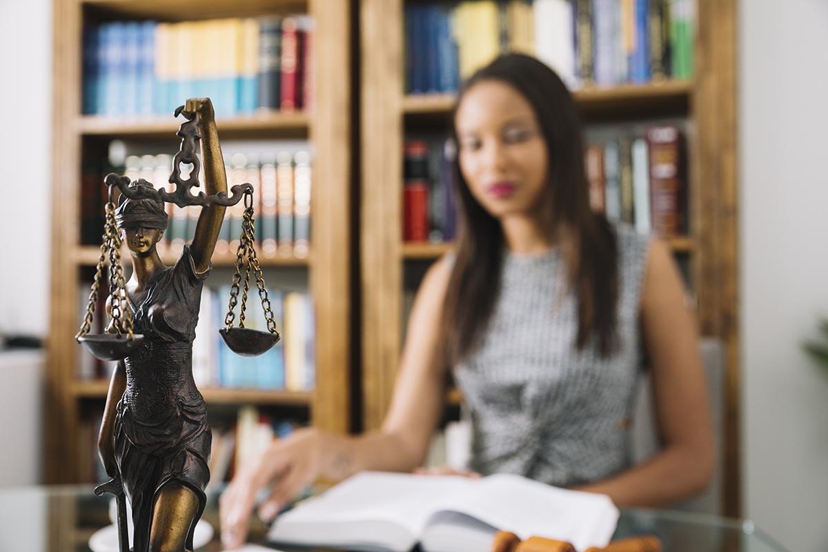 Cinco razones para estudiar Derecho